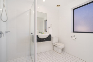The Ensuite Bathroom of the Three Bedroom Apartment at Boulevard Apartments.